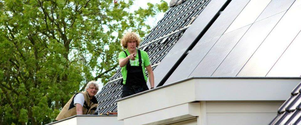 Installatie PVT zonnepanelen huis met hijskraan Triple Solar 02