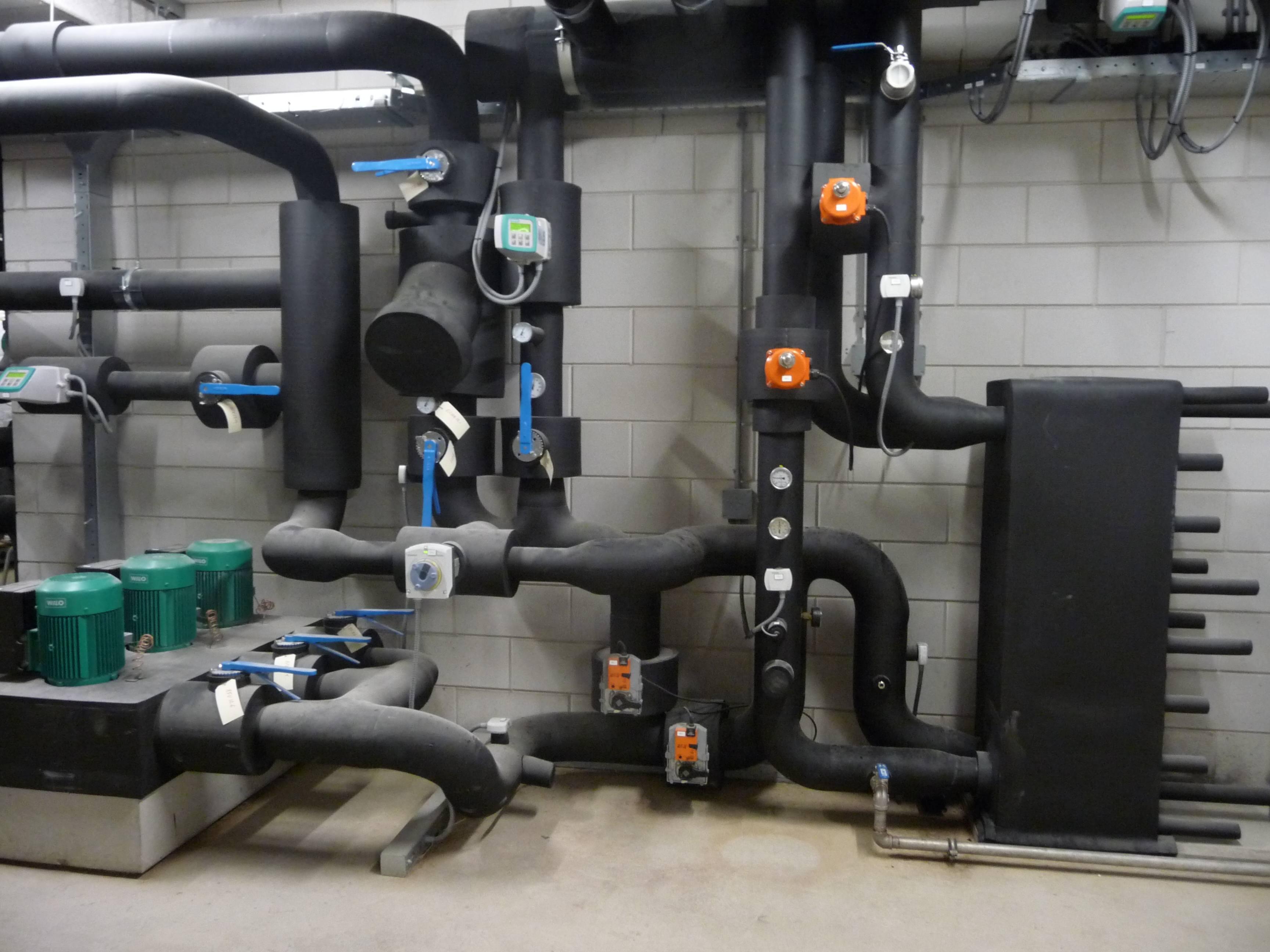 Regeneratie WKO installaties-TSA met pompen in de technische ruimte WKO installaties