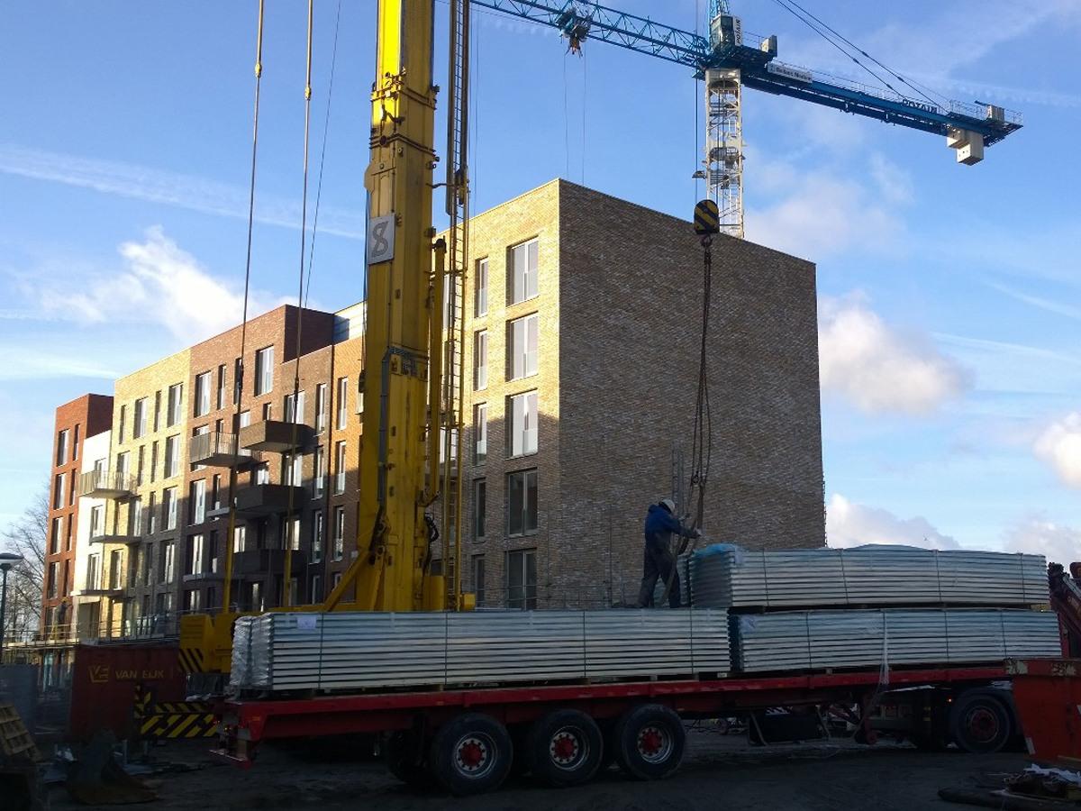 PVT panelen - sonarpanels leidse schans studentenhuisvesting volle vrachtwagen