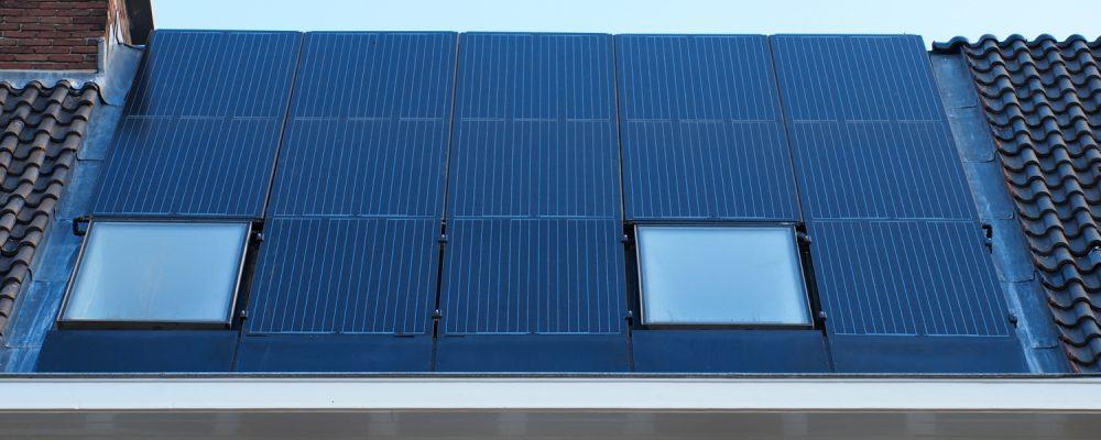 Dreifache Solar PVT-Solar Anlage Wärmepumpe PVT-Kollektor Schrägdach statt Dachziegel 01 BIPV Oberlicht