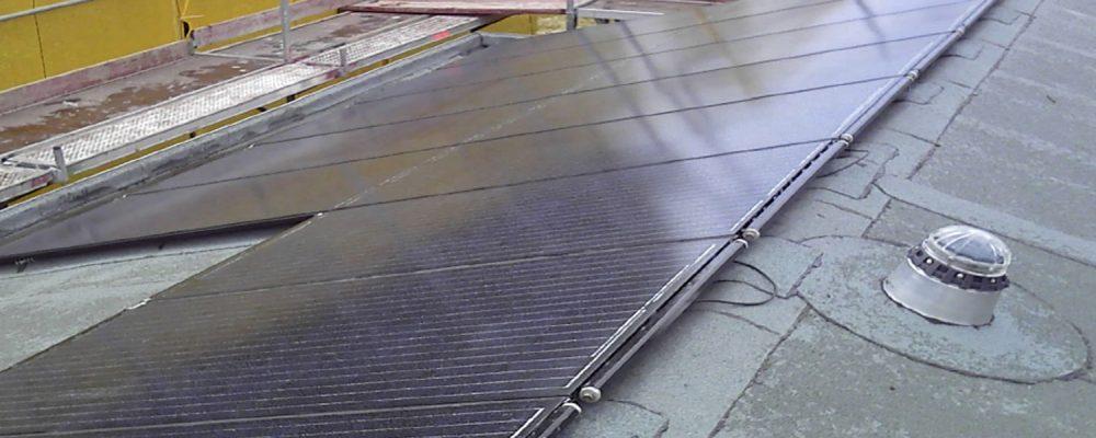 Triple Solar PVT paneel warmtepomp Voorschoten PVT panelen tijdens de montage