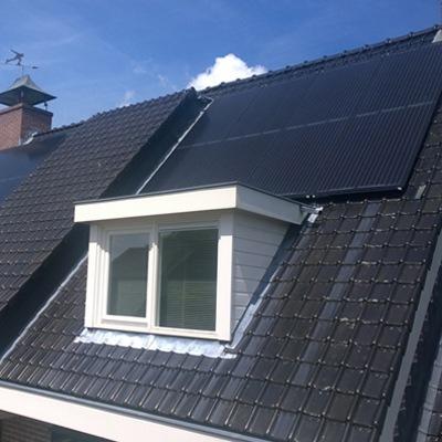 PVT paneel op dak huis met warmtepomp