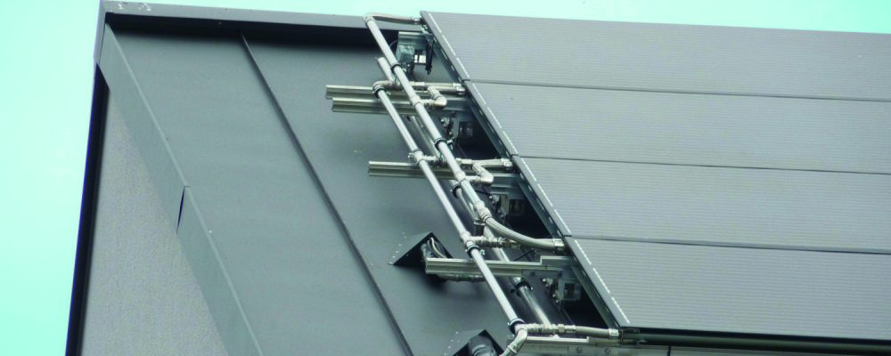 Triple Solar PVT paneel met zinkdak leidingwerk site