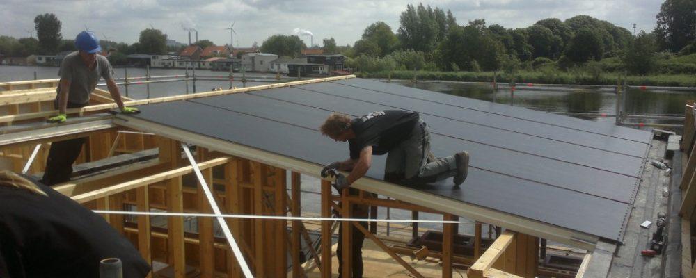 Triple-Solar-sandwichpanelen-plaatsen-woonboot-pvt-paneel-zonnepaneel-warmtepomppaneel-01