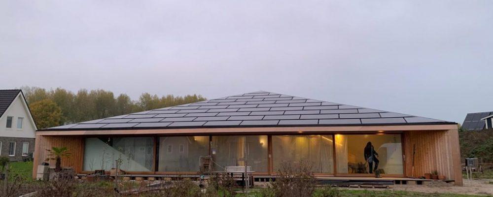 Triple-Solar-PVT-paneel-Pyramide-woning-Oosterwold-Almere-Studio-Eco-Interieur-Zonnepanelen-pyramid-house-solarpanel-03