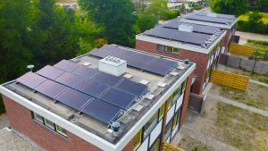 Triple-Solar-PVT-panelen-dak-nagele-hoger